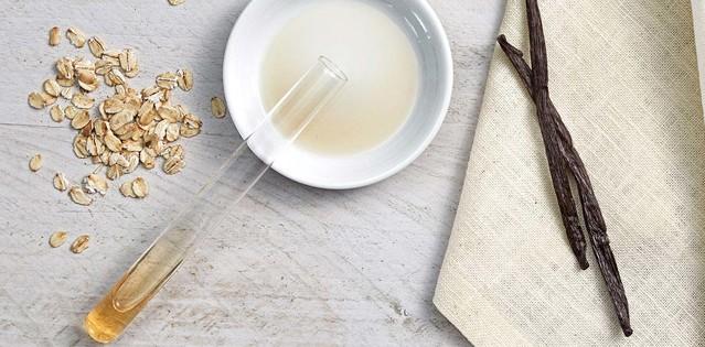 Extracting vanilla essence from vanilla bean pods